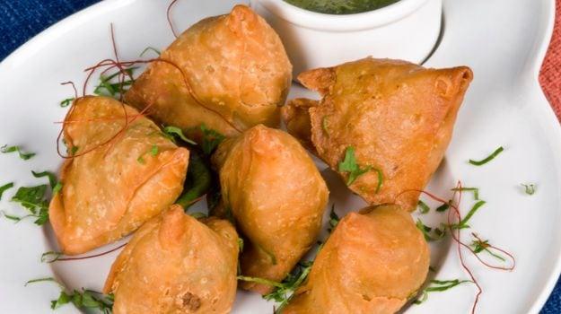 10 best samosa recipes ndtv food classic samosa forumfinder Images