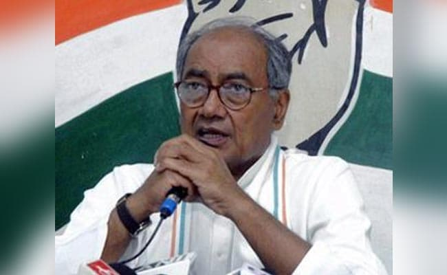 Digvijaya Singh Invites Shivraj Chouhan To Protest Outside PM's Residence