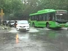 भारी बारिश से दिल्ली में तापमान गिरा, कल भी बरसेंगे बदरा, और गिरेगा तापमान