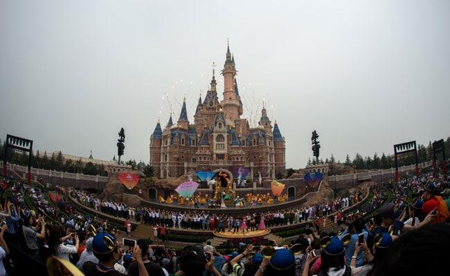 उद्घाटन के बाद नौ महीनों के भीतर 80 लाख पर्यटक कर चुके 'शंघाई डिज्नीलैंड' की सैर