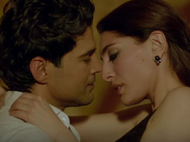 Rajeev Khandelwal Says Intimate Scenes in Fever Are Not 'Forced'