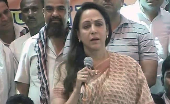 'बियॉन्ड द ड्रीमगर्ल' में प्रधानमंत्री नरेंद्र मोदी के प्रस्तावना लिखने से उत्साहित हैं हेमा मालिनी