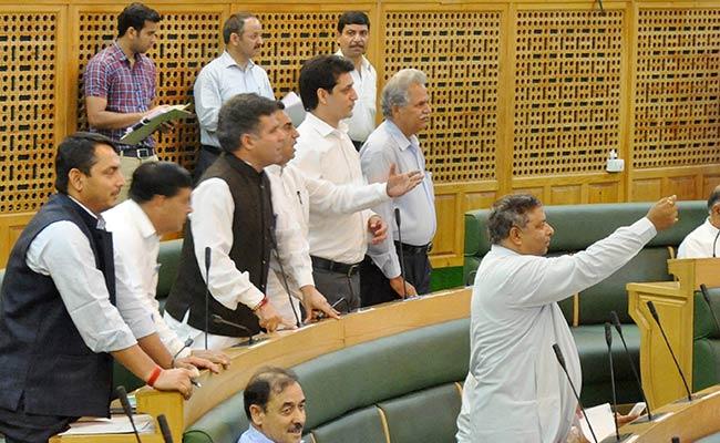 जम्मू कश्मीर में पेश हुआ 80 हजार करोड़ रुपये का बजट, किसानों और उद्योग जगत को दी छूट