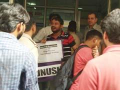 जेएनयू छात्र संघ के अध्यक्ष कन्हैया कुमार को दिल्ली में हिरासत में लिया गया