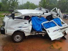 कर्नाटक में स्कूल वैन और बस की भीषण टक्कर, 8 बच्चों की मौत, 11 घायल