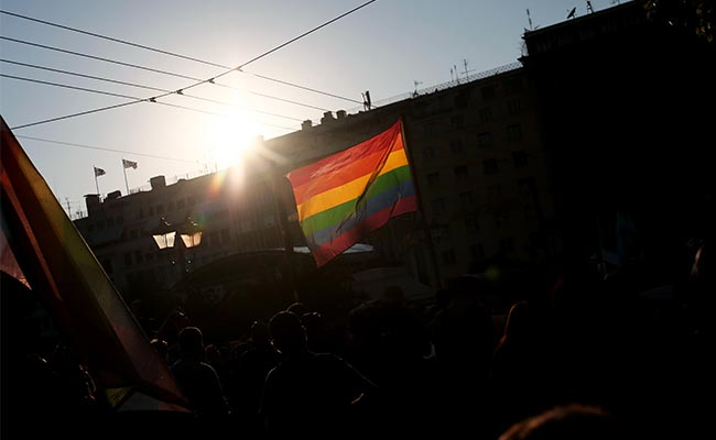 Bisexuals, Gays, Lesbians Face Greater Health Risks: Study