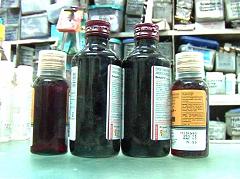 प्लास्टिक की बोतलों में मिलने वाली दवाओं पर विवाद, सरकार का दोहरा रवैय्या