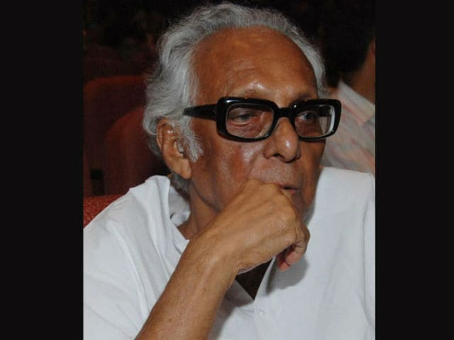 Dear Twitter, Mrinal Sen is 'Absolutely Fine' and Having Chai at Home