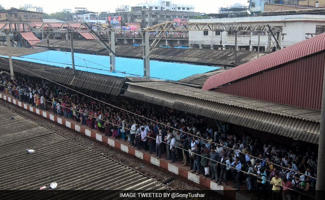 रेलमंत्री के पास योजनाओं का पिटारा, नहीं रुक रहा मुंबई लोकल में हादसों का सिलसिला
