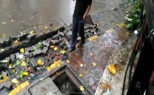 Days After Monsoon Strikes Mumbai, 2 Die Due to Open Manholes