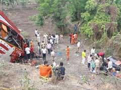 मुंबई-पुणे एक्सप्रेस वे : लग्जरी बस ने रुकी हुई दो कारों को मारी टक्कर; 17 लोगों की मौत, 20 जख्मी