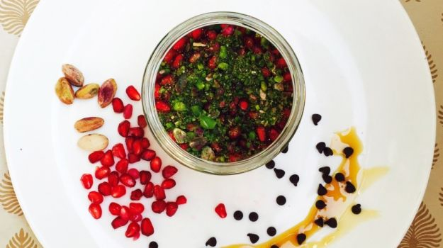 parfait, oats, pomegranate, nuts