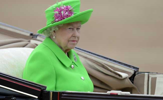 Britains Queen Elizabeth II Wows In Green At 90th Birthday Parade