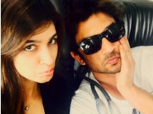 <I>Raabta</i> Co-Stars Kriti and Sushant Wrap Shoot in Budapest With a Selfie