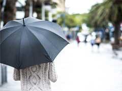 बारिश के मौसम में भी दिखना चाहती हैं अट्रैक्टिव, तो मानसून में बालों, त्वचा की यूं करें देखभाल