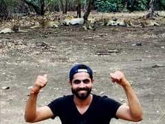 रविंद्र जडेजा ने जंगल के कानून को ताक पर रखा, गाड़ी से उतरकर शेर के साथ तस्वीरें खिंचवाई...