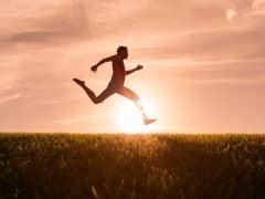 Health Tips: भागने-दौड़ने के साथ पैदल चलने से होते हैं ये कमाल के फायदे! जानें क्यों है चलना जरूरी