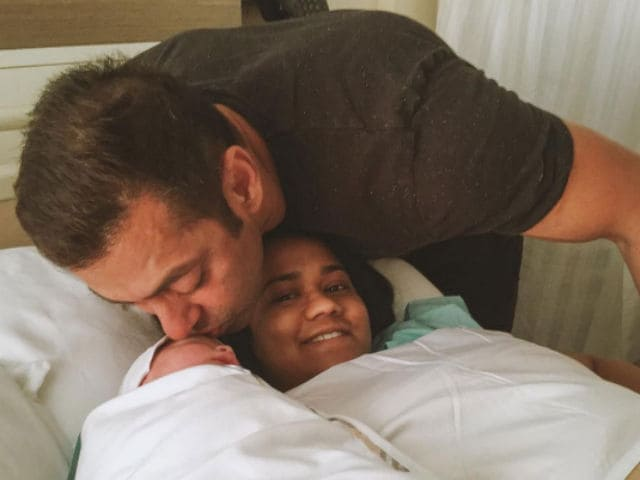 Sultan Ka Style: This Pic of Salman Khan And Baby Ahil is Super Cute