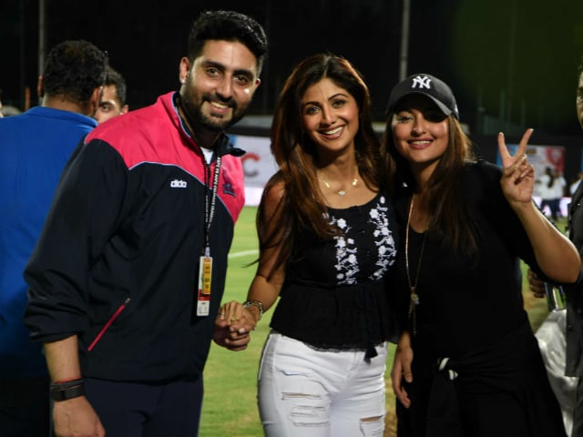 Shilpa Shetty Meets Sonakshi, Abhishek At an 'All Stars' Match. Pics Here