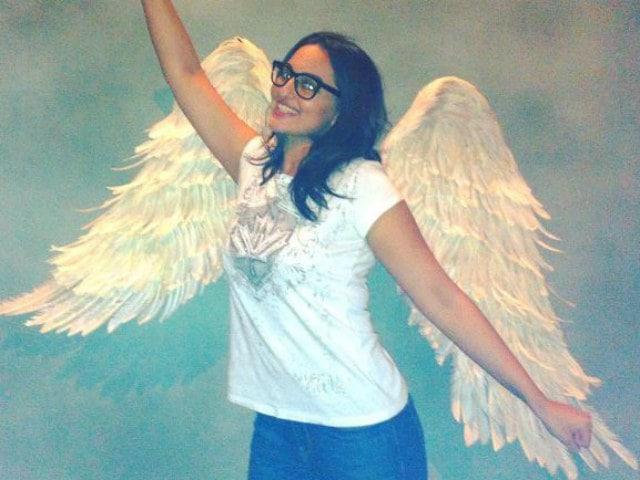 Meet Sonakshi Sinha as a Journalist in Noor First Look. You'll 'Love Her'