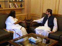 Sri Sri Ravi Shankar Meets Separatist Leader, Discusses Situation In Kashmir