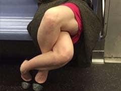 बाप रे बाप... जिस तरह यह महिला बैठी है, तस्वीर को तो वायरल होना ही था...