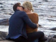 Taylor Swift, Tom Hiddleston Spotted Kissing. Now, She Trends on Twitter