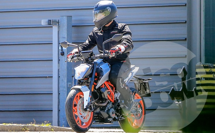 2018 ktm duke 200 t.  duke 2017 ktm duke 125 caught almost undisguised reveals upgrades to 200  and 390 inside 2018 ktm duke t k