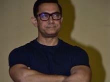 Aamir Khan Feels Like a 'Waiter' Next to Salman. Oops, Make That 'Nobody'