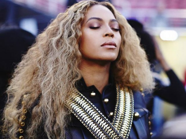 Beyonce Writes 'No Violence Will Create Peace' After Dallas Shooting