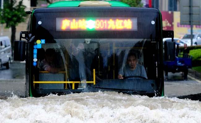 भारी बारिश से चीन में तबाही, 128 लोगों की मौत, 41 हजार मकान ध्वस्त हुए