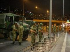 सेना के सत्ता पर काबिज होने के बाद तुर्की की राजधानी अंकारा में सुना गया ज़ोरदार धमाका
