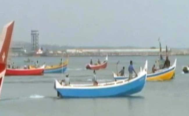 बीएसएफ ने गुजरात के कच्छ में तीन पाकिस्तानी मछुआरों को पकड़ा, 14 नौकाएं जब्त