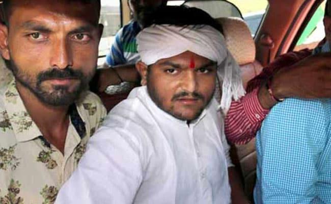 गुजरात में सियासी गेम! हार्दिक पटेल ने किया समर्पण लेकिन पुलिस ने नहीं किया गिरफ्तार