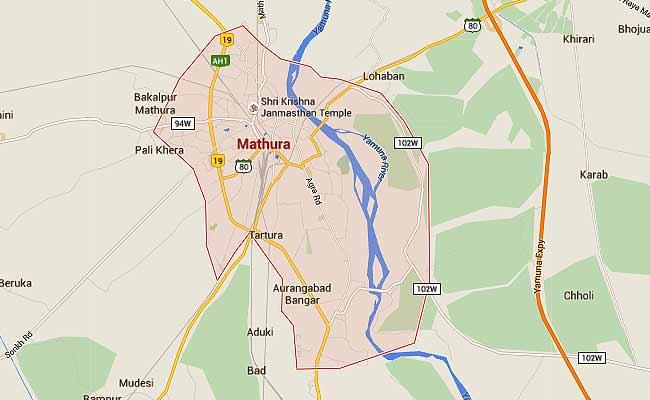 मथुरा : तीर्थयात्रियों की बस पलटी, 55 वर्षीय महिला और 1 साल के मासूम की मौत