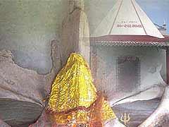इस मंदिर में होती है व्हेल मछली की हड्डियों की पूजा, जानिए क्या है इससे जुड़ी किंवदंती