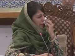 कश्मीर के हालात पर बात करते-करते अपने आंसू नहीं रोक पाईं मुख्यमंत्री महबूबा मुफ्ती