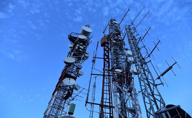 'No Scientific Data': Delhi High Court Rejects Plea Against Mobile Tower Installation