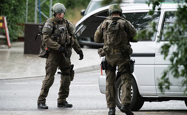 10 killed in munich mall shooting gunman commits suicide. Black Bedroom Furniture Sets. Home Design Ideas