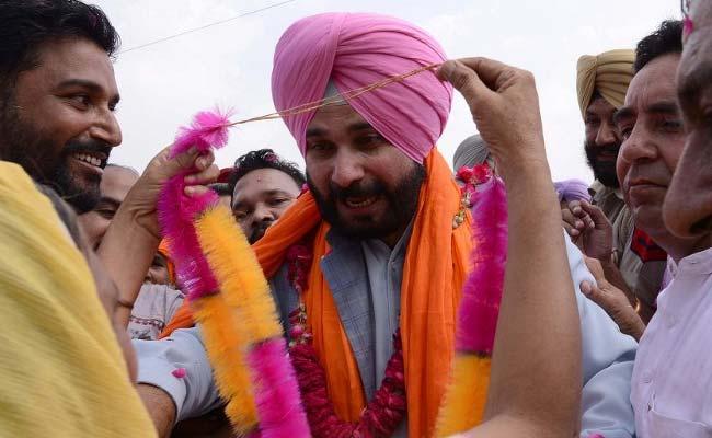 पाक हिरासत में रखे गए भारतीय पायलट को लेकर नवजोत सिंह सिद्धू ने दिया यह बयान, कहा...