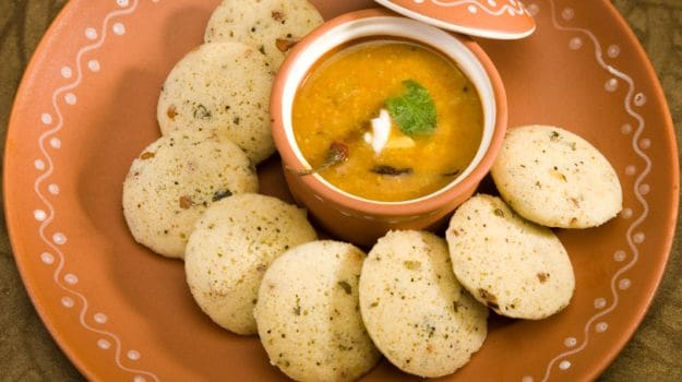 How to eat oats for breakfast lunch and dinner ndtv food low on carbs and healthy idlis made with oats photo credit istock forumfinder Images
