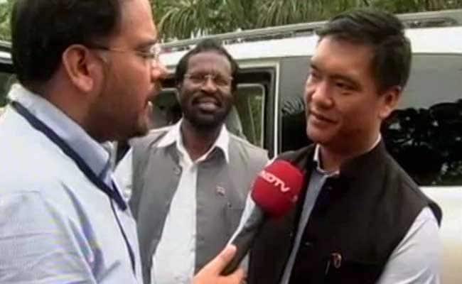 अरुणाचल प्रदेश : पेमा खांडू ने ली मुख्यमंत्री पद की शपथ, नबाम तुकी की जगह बनाए गए हैं सीएम