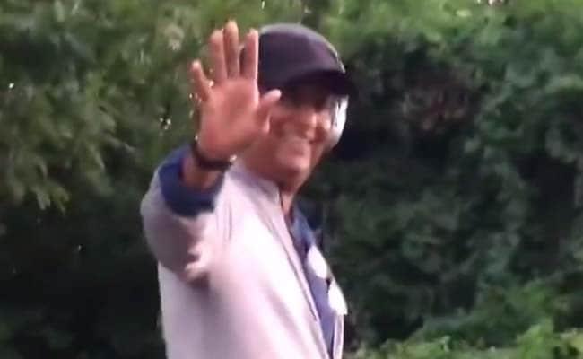 Amid Global Kabali Meltdown, Rajinikanth Spotted Strolling on US Street