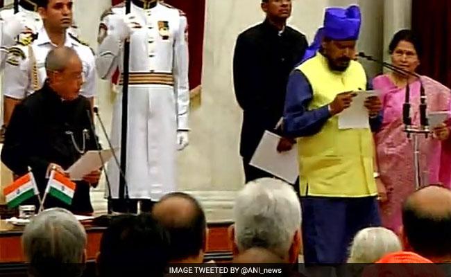 नरेंद्र मोदी कैबिनेट के इस मंत्री से शपथ के दौरान राष्ट्रपति प्रणब मुखर्जी ने कहा, 'अपना नाम बोलिये'