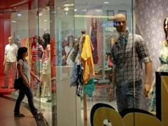Retailers Call On Arun Jaitley, Discuss Steep Discount By E-Tailers