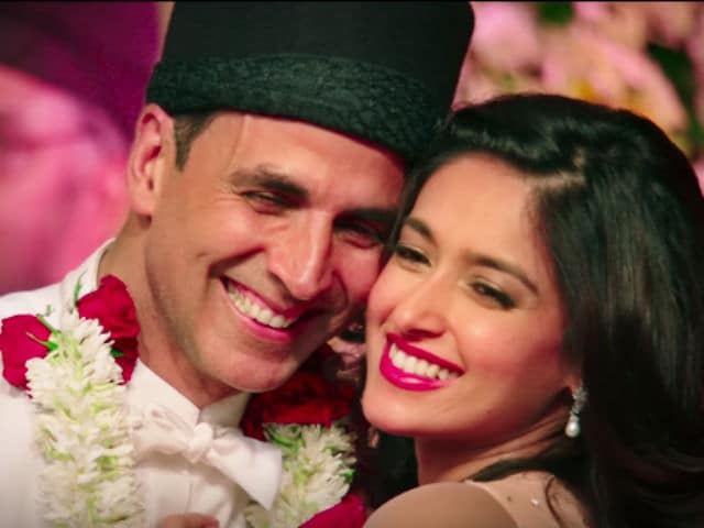 Akshay Kumar, Ileana D'Cruz Look Like Love Never Dies in New Rustom Song