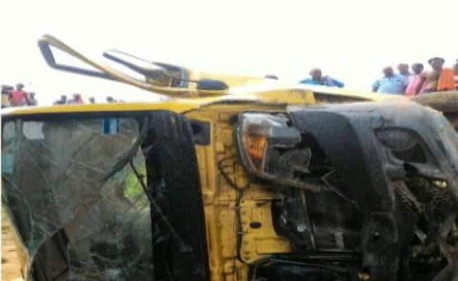 छत्तीसगढ़ :  स्कूल वैन नाले में गिरी; एक बच्ची की मौत, छह घायल