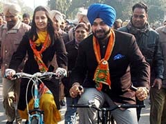 Congress Not A Good Match, Suggests Navjot Singh Sidhu's Wife. Over To AAP