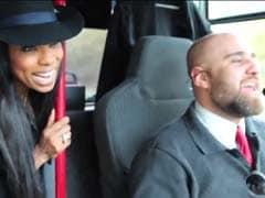 Viral: This UK Bus Driver Singing <i>Kaliyon Ka Chaman</i> is Totally <i>Addictive</i>