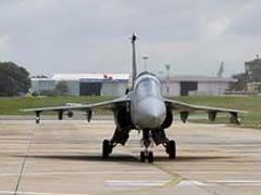 नौसेना 'अधिक वजन वाले' तेजस को विमानवाहक पोत पर तैनात नहीं करेगी